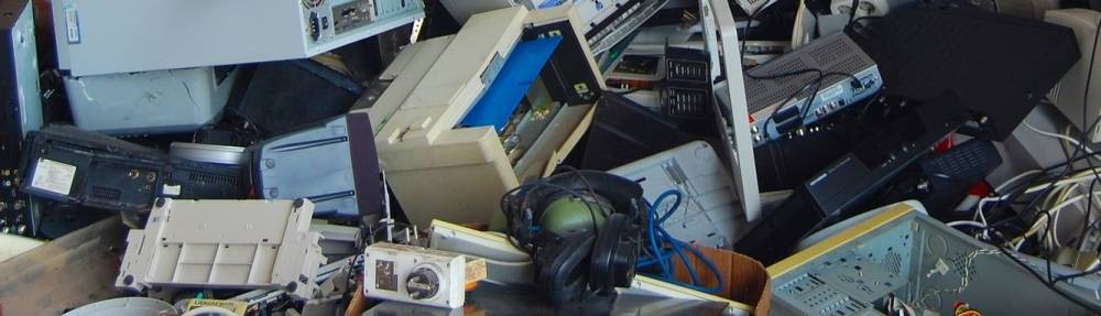 What can businesses do with electronic waste?